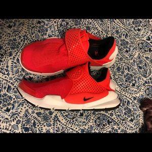 Nike sock dart shoes